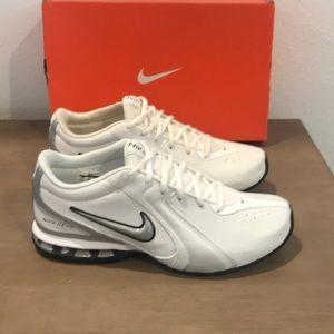 New in box Nike's men's sneakers 9.5 floor model